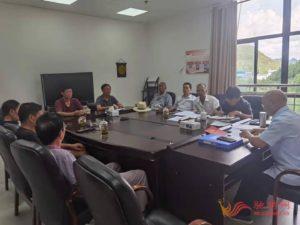 镇宁法院:离退休干部党支部开展法律法规学习活动插图(1)